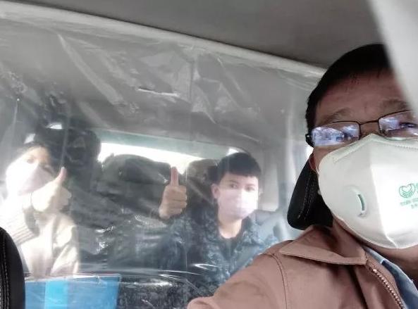 """防疫新招!广东深圳出租车穿上""""透明防护衣""""啦!(组图)"""