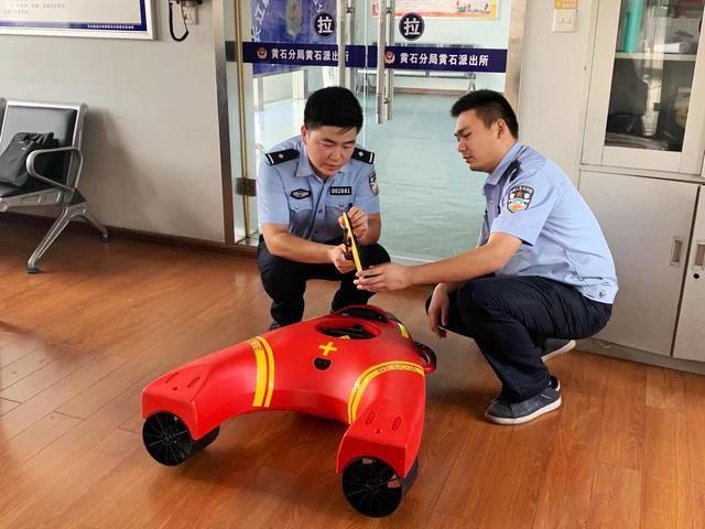 """水上救援机器人出道,成为长江水域""""救星""""(组图)"""